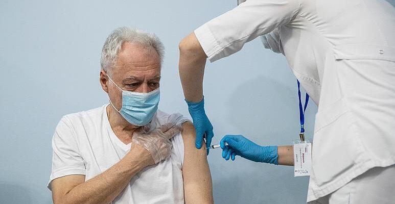 Bilim insanları aşı yaptıranları uyardı!